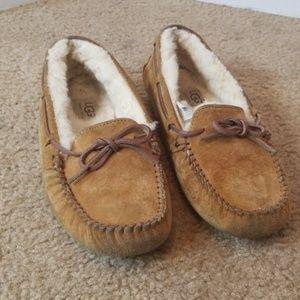 UGG Shoes - UGG tan slippers